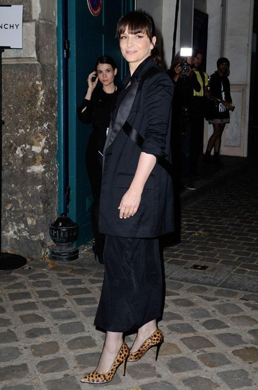 L'actrice Juliette Binoche au défilé Givenchy à Paris, le 28 septembre 2014