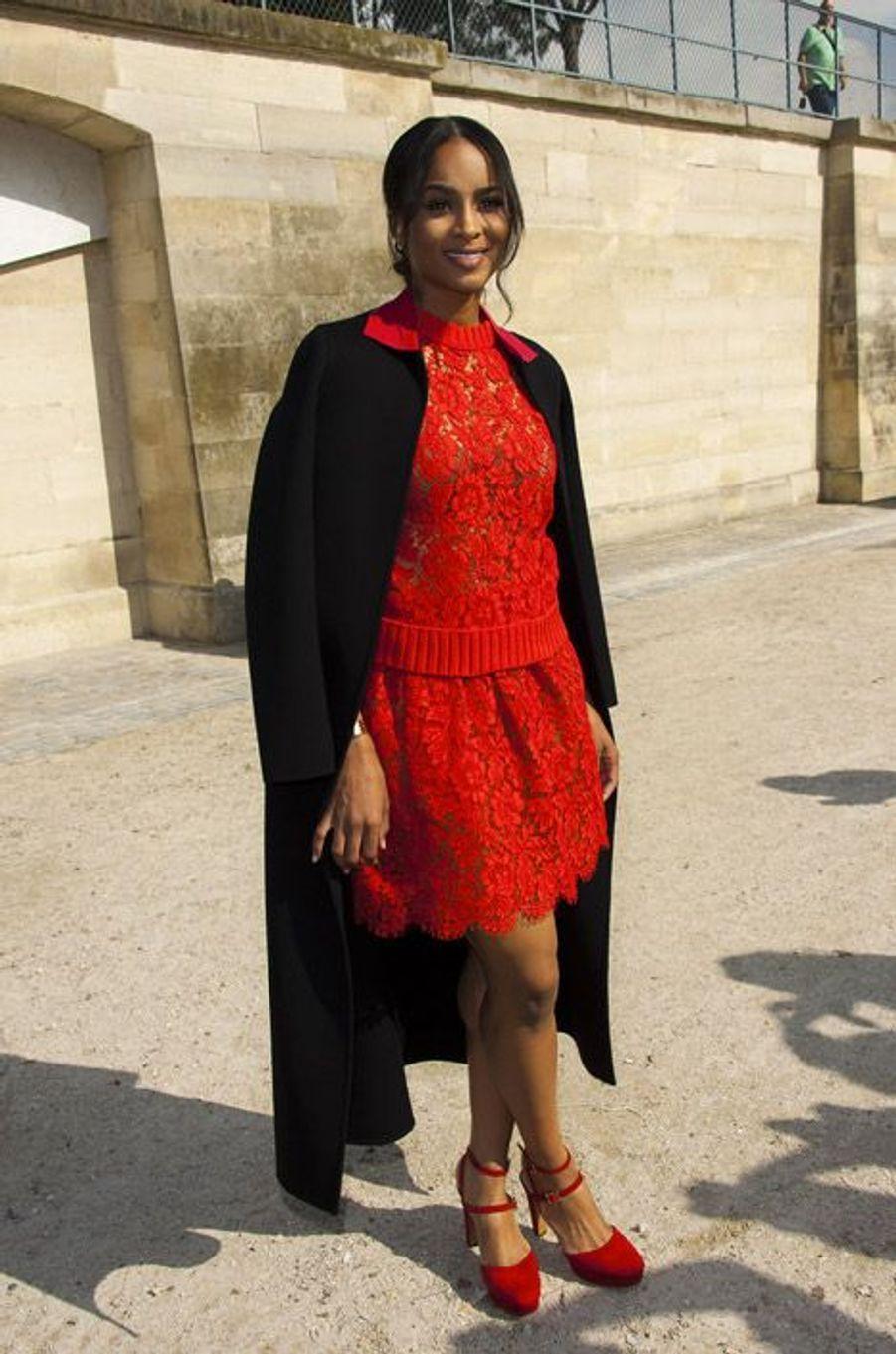 La chanteuse Ciara au défilé Valentino à Paris, le 30 septembre 2014
