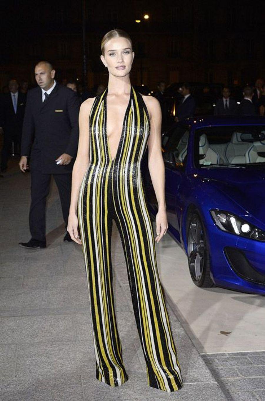 """Le top anglais Rosie Huntington-Whiteley en Balmain lors de la soirée """"CR Fashion Book"""" à Paris, le 30 septembre 2014"""