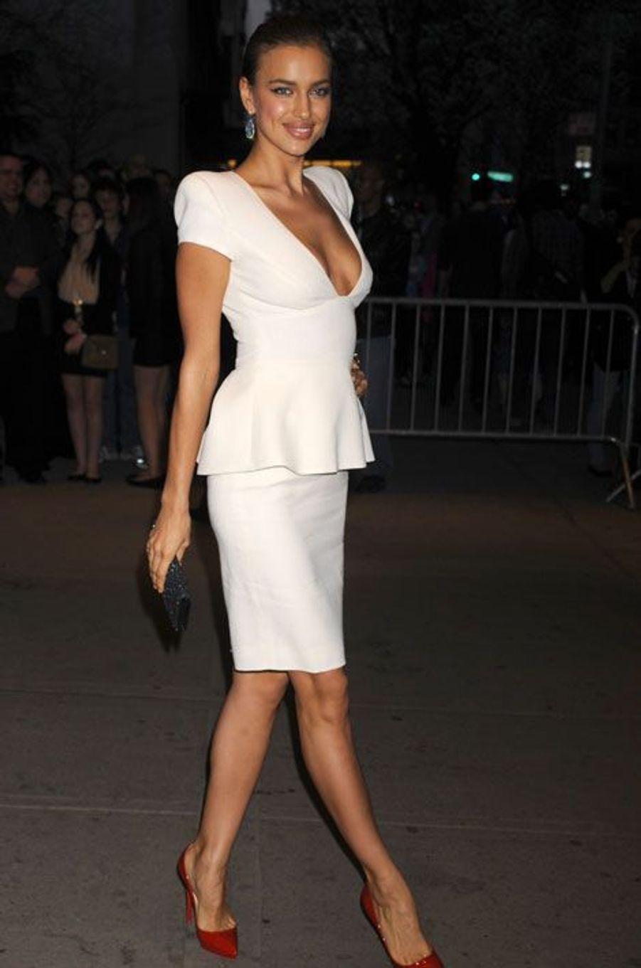 """Dans une robe peplum pour une soirée """"Hunger Games"""" à New York, le 20 mars 2012"""