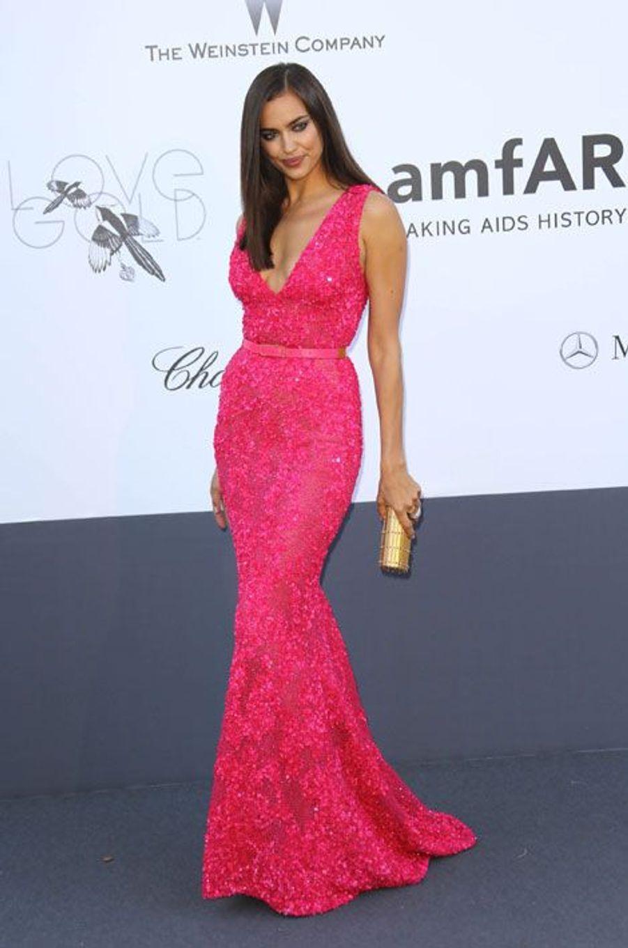 En Elie Saab pour le gala de l'AmfAR à Cannes, le 23 mai 2013
