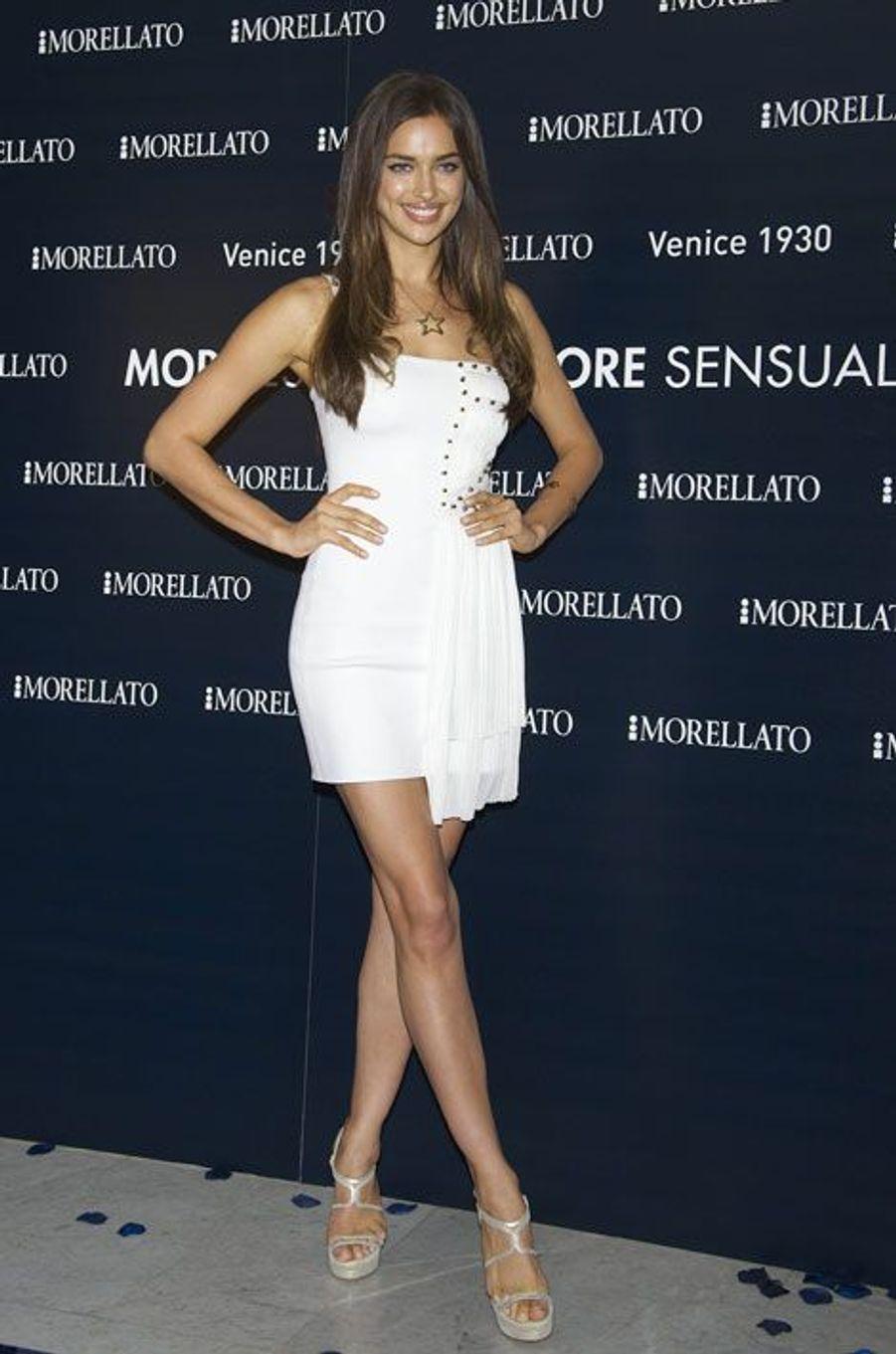 En petite robe blanche à Madrid, le 27 juin 2012