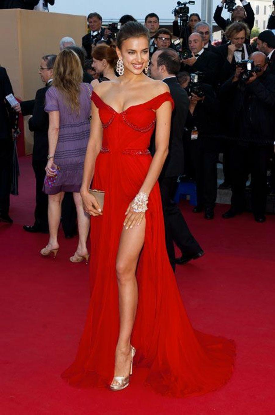 """En Roberto Cavalli pour la première de """"Killing Them Softly"""" à Cannes, le 22 mai 2012"""