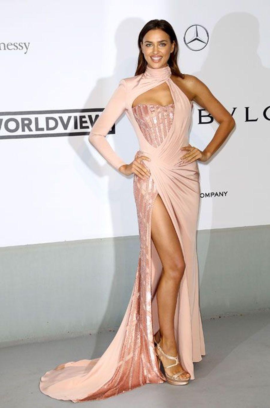 Glamour en Atelier Versace lors du gala de l'AmfAR à Cannes, le 22 mai 2014