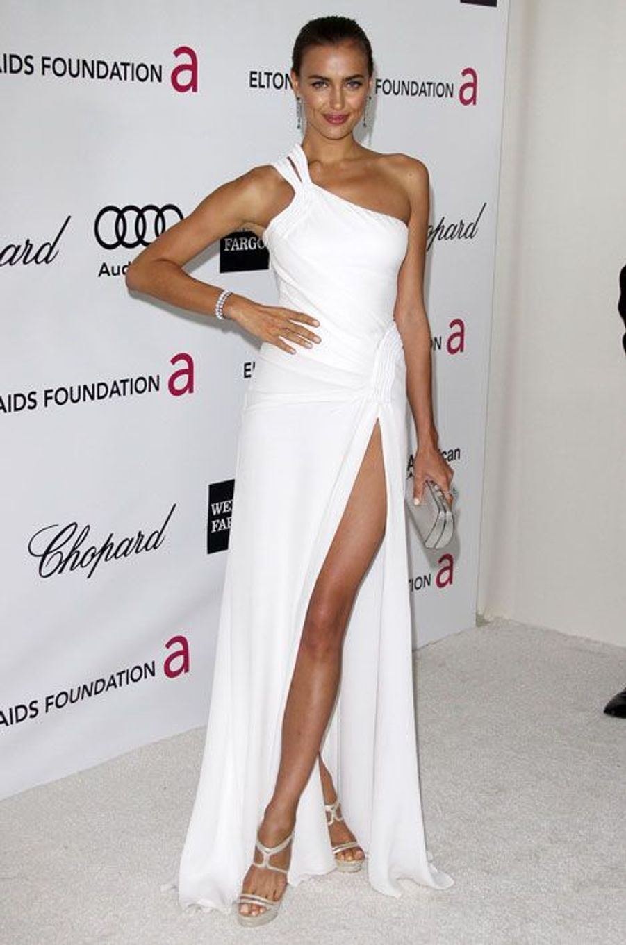 Toujours sexy en blanc, lors du gala de la fondation Elton John contre le sida en 2012