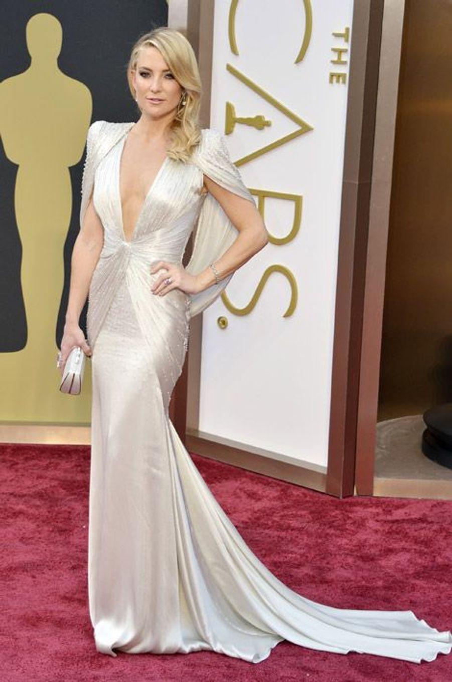 L'actrice Kate Hudson en Atelier Versace à la cérémonie des Oscars, le 2 mars 2014 à Los Angeles