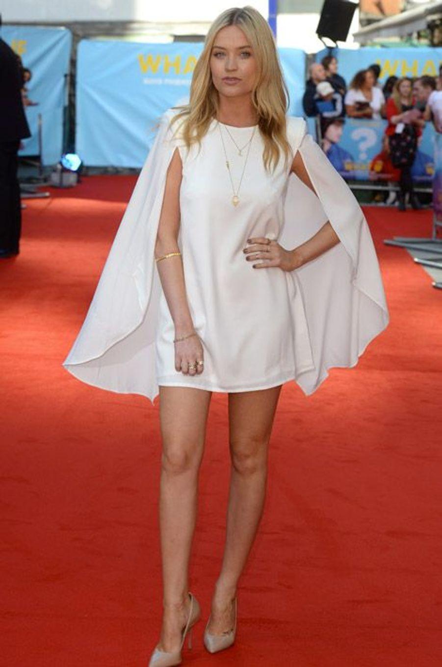 """L'actrice Laura Whitmore à la première du film """"What If"""", le 12 août 2014 à Londres"""