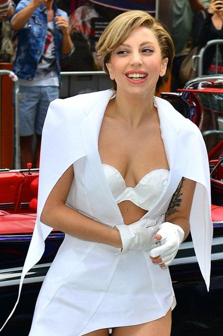 La chanteuse Lady Gaga arrive sur un plateau de la télévision américaine à New York, le 19 août 2013