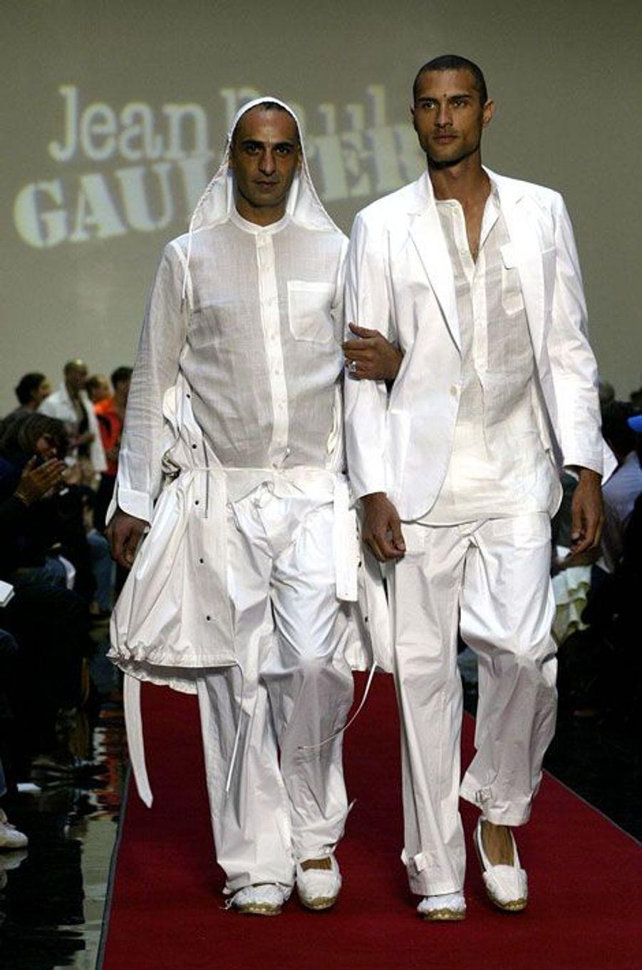 Les mariés de la collection Homme Printemps-Eté 2005