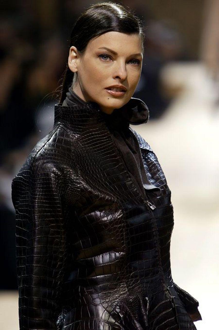 Linda Evangelista au défilé Automne-Hiver 2004-2005