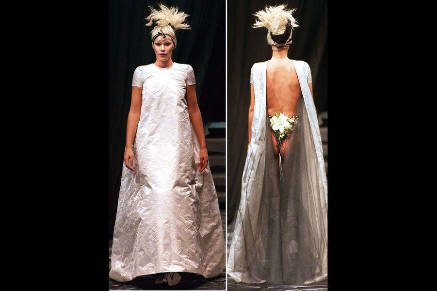 Une mariée pas comme les autres au défilé Printemps-Eté 1997