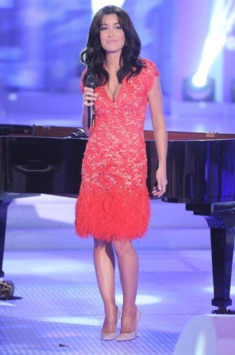 """La chanteuse partictipe à l'émission """"Champs Elysées"""" à Paris, le 19 octobre 2012"""