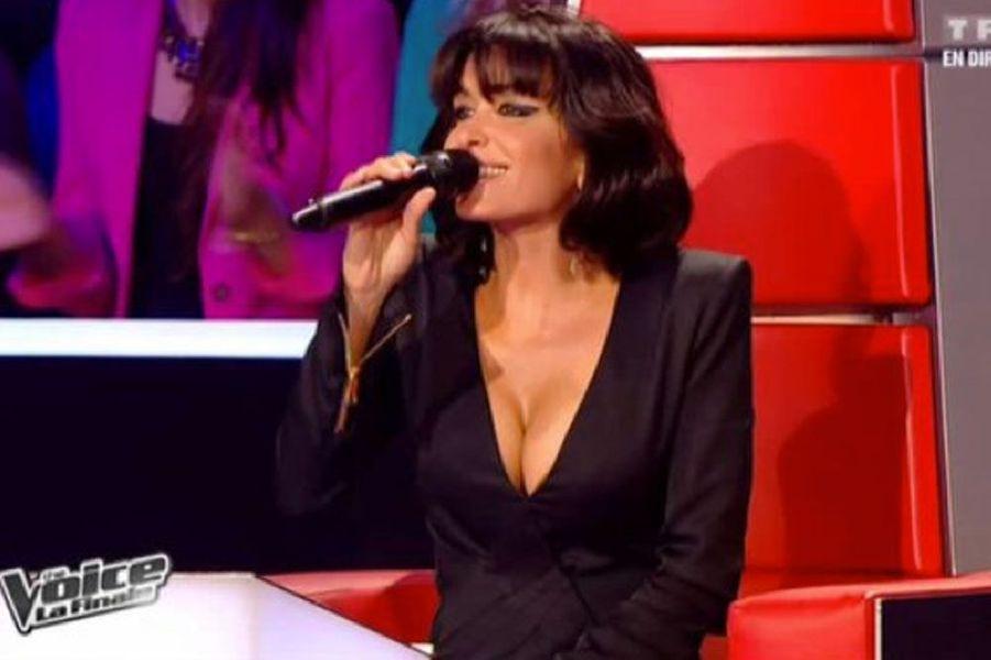 Un décolleté très sexy sur le plateau de The Voice