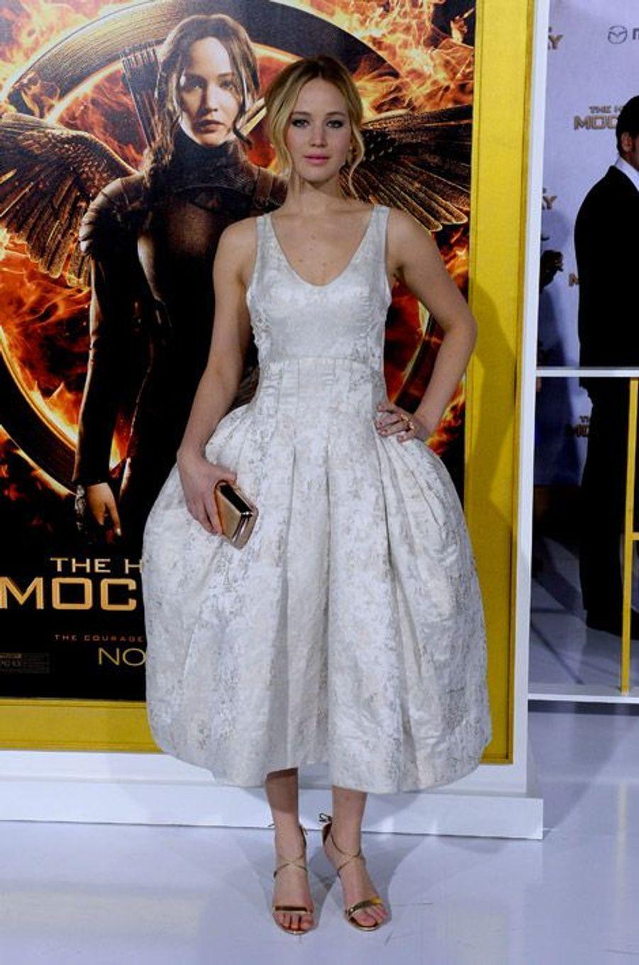 """Jennifer Lawrence en Dior pour la première de """"Hunger Games: La Révolte, partie 1"""", le 17 novembre 2014 à Los Angeles"""
