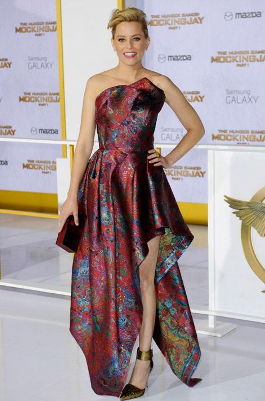 """L'actrice Elizabeth Banks en Leonard pour la première de """"Hunger Games: La Révolte, partie 1"""", le 17 novembre 2014 à Los Angeles"""