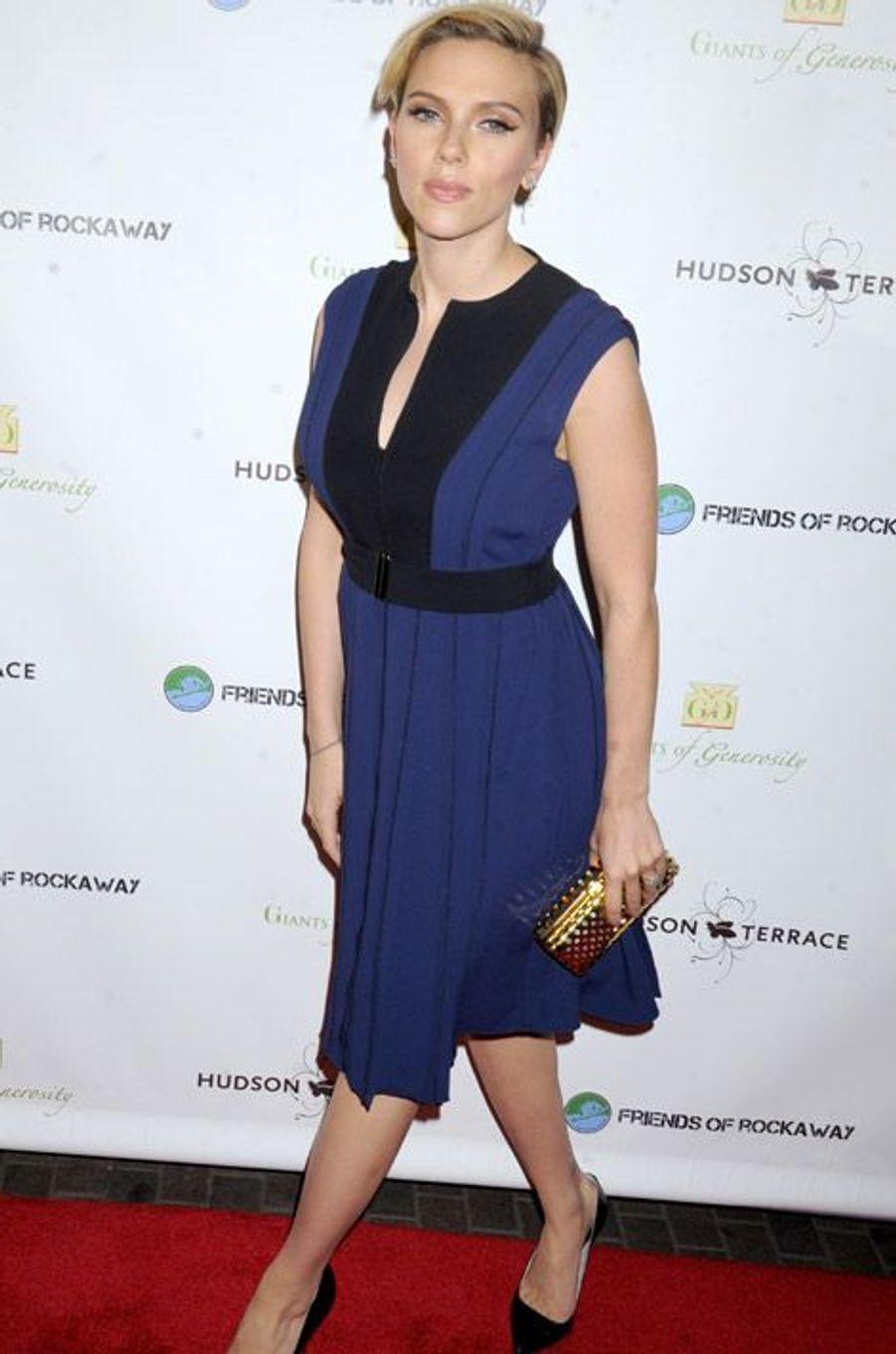 L'actrice et jeune maman Scarlett Johansson en Proenza Schouler lors d'un gala de charité pour les victimes de l'ouragan Sandy, à New York, le 18...