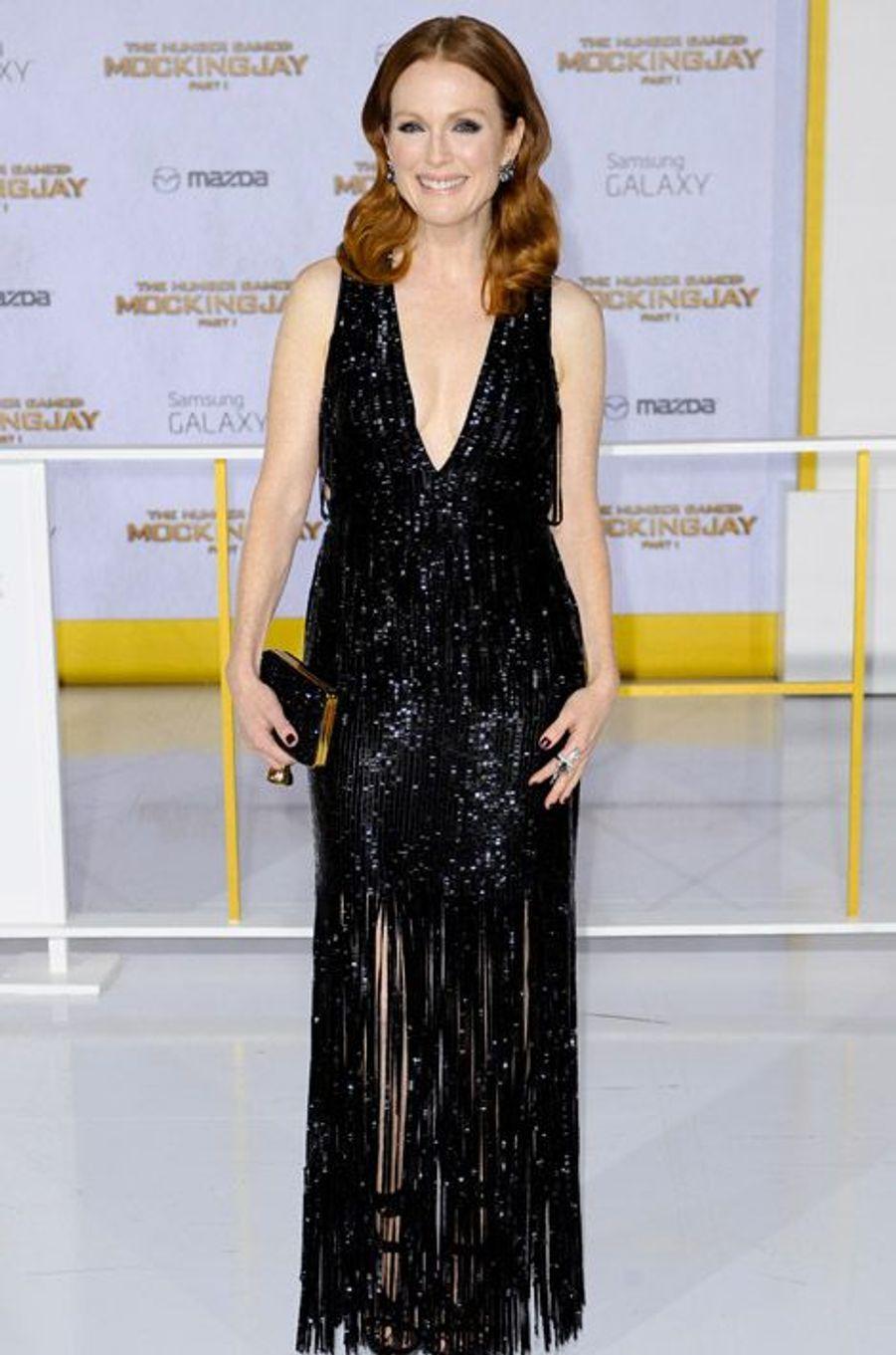 """L'actrice Julianne Moore en Tom Ford pour la première de """"Hunger Games: La Révolte, partie 1"""", le 17 novembre 2014 à Los Angeles"""