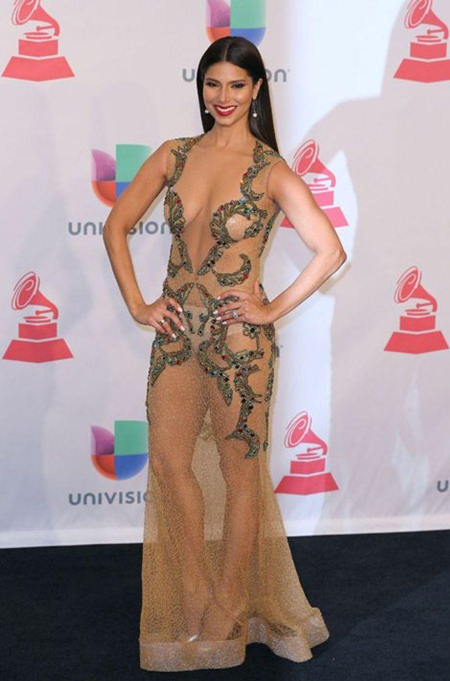 """L'actrice Roselyn Sanchez de la série """"Devious Maids"""" lors de la cérémonie des Latin Grammy Awards à Las Vegas, le 20 novembre 2014"""