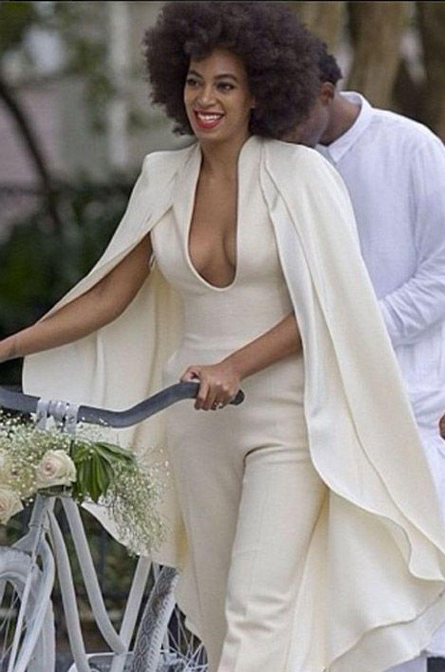 La chanteuse et soeur de Beyoncé, Solange Knowles, lors de son mariage à la Nouvelle Orléans, le 16 novembre 2014