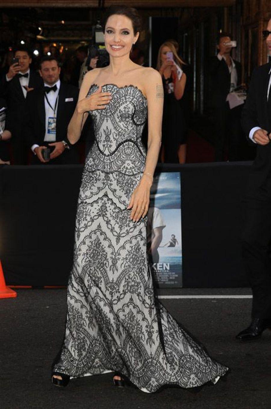 """La réalisatrice Angelina Jolie en Gucci Premiere présente son film, """"Unbroken"""" à Sydney, le 17 novembre 2014"""