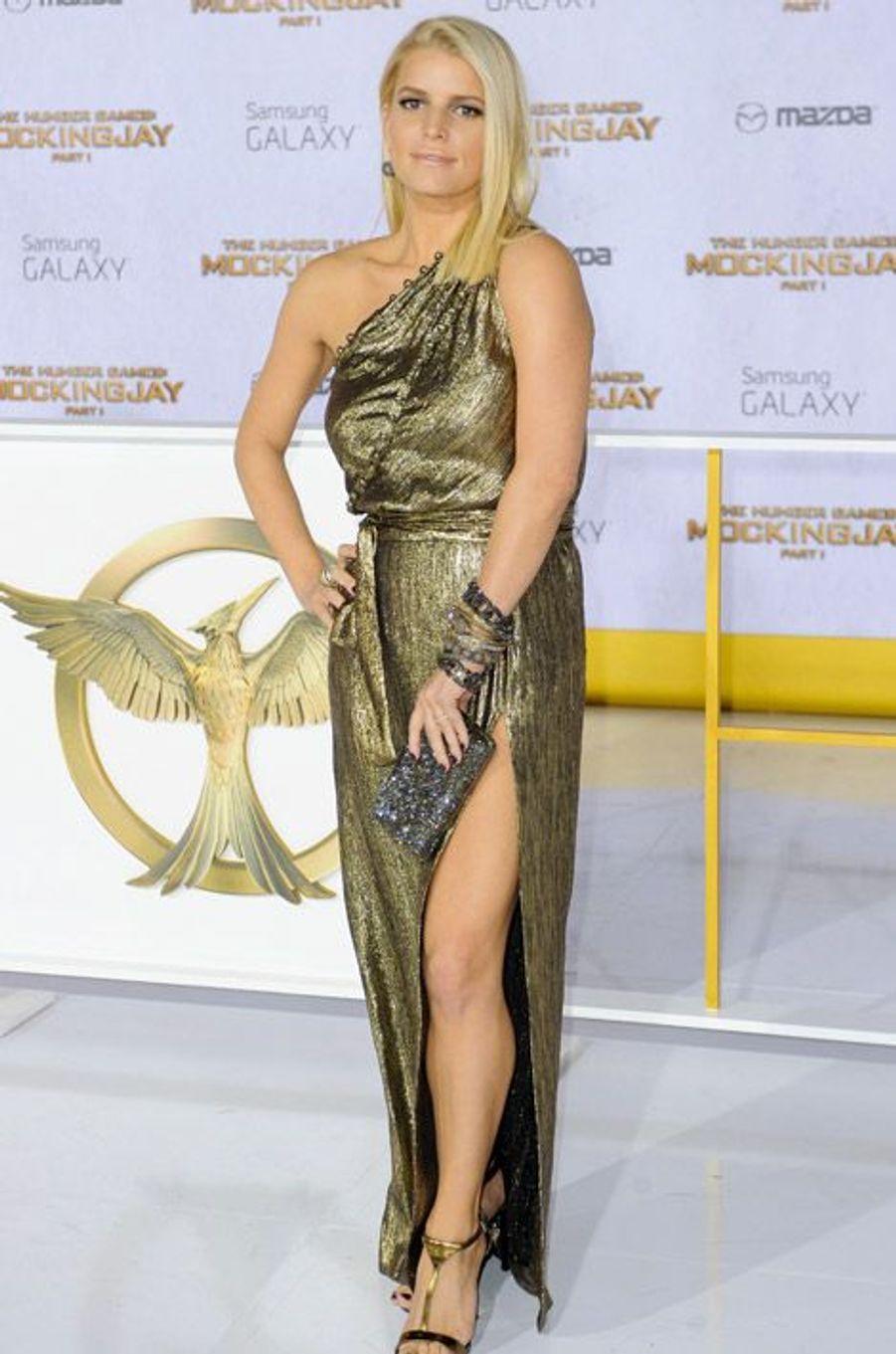 """La star Jessica Simpson pour la première de """"Hunger Games: La Révolte, partie 1"""", le 17 novembre 2014 à Los Angeles"""