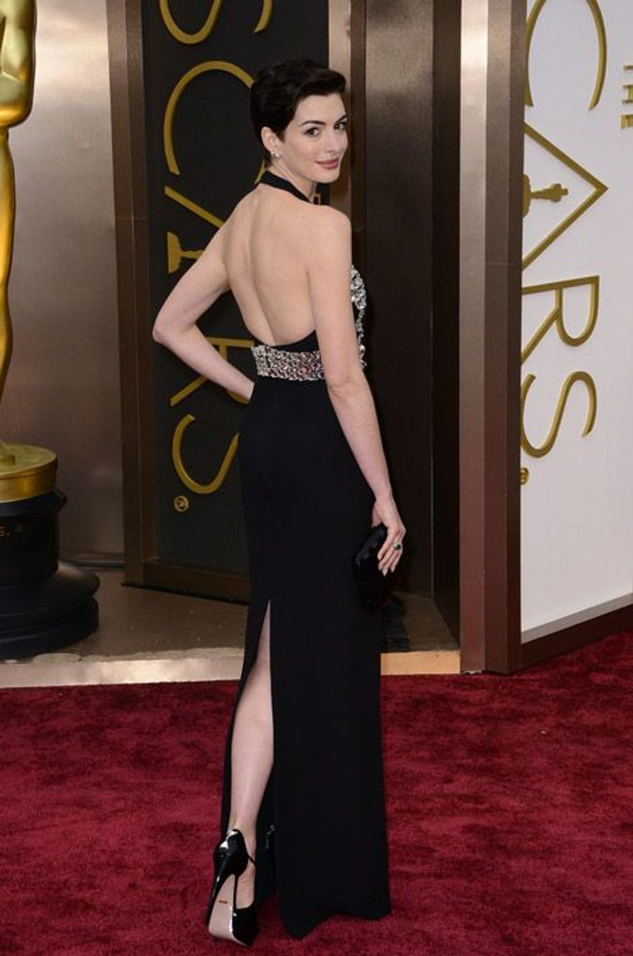 L'actrice Anne Hathaway, en Gucci, lors de la cérémonie des Oscars à Los Angeles, le 2 mars 2014