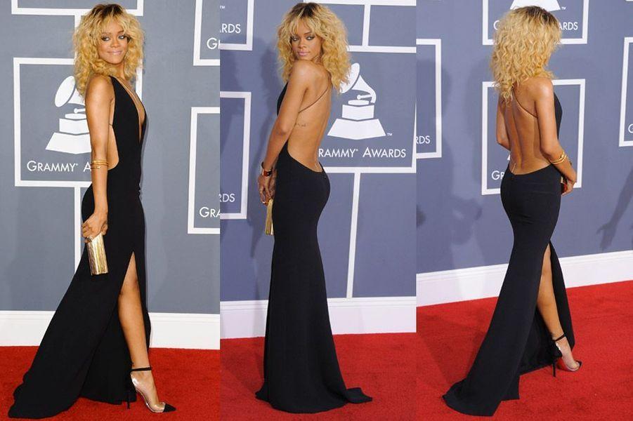 La chanteuse Rihanna dans une robe Giorgio Armani lors de la cérémonie des Grammy Awards 2012 à Los Angeles