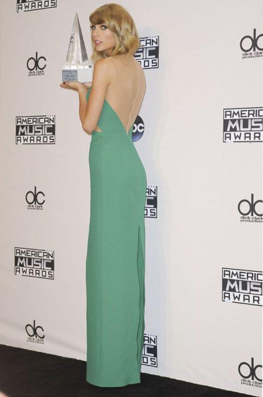 La chanteuse Tayloe Swift en Michael Kors lors de la cérémonie des American Music Awards à Los Angeles, le 23 novembre 2014