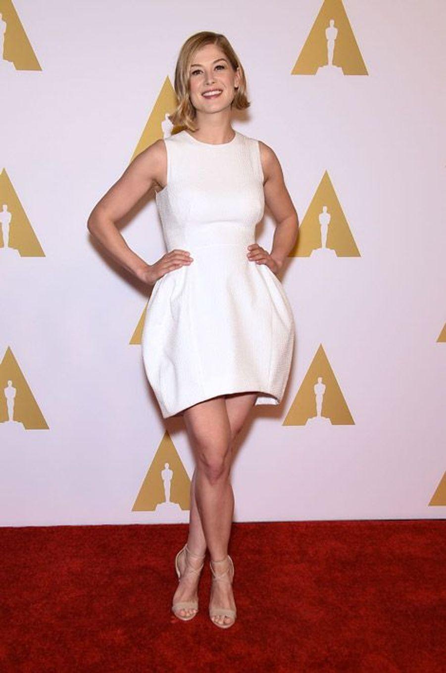 L'actrice Rosamund Pike en Vionnet lors du déjeuner des nommés aux Oscars, le 2 février 2015