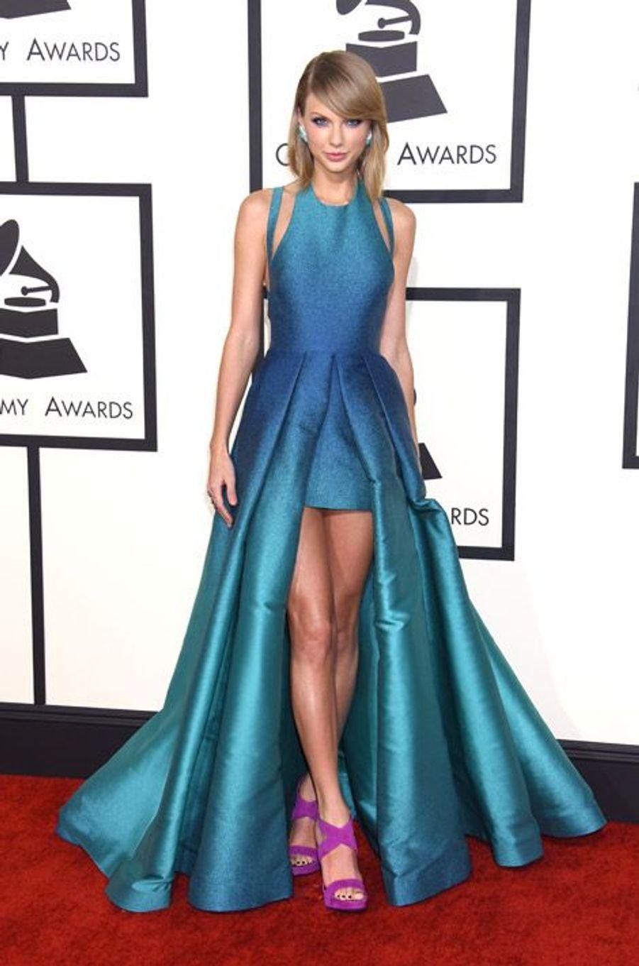 La chanteuse Taylor Swift en Elie Saab lors de la cérémonie des Grammy Awards à Los Angeles, le 8 février 2015