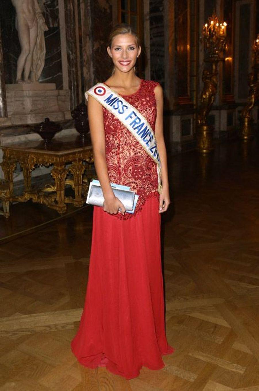 """Miss France 2015, Camille Cerf, lors de la soirée de gala de la fondation """"Avec"""" au Château de Versailles, le 2 février 2015"""