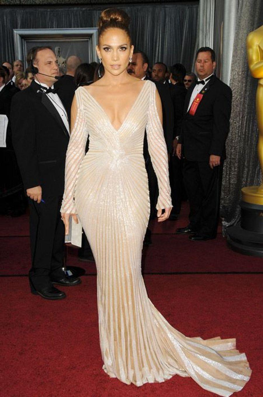 La chanteuse Jennifer Lopez lors de la cérémonie des Oscars en 2012, dans une robe signée Zuhair Murad