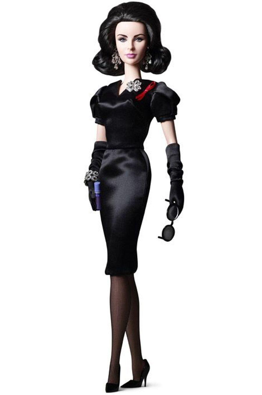 Une deuxième poupée aux traits d'Elizabeth Taylor