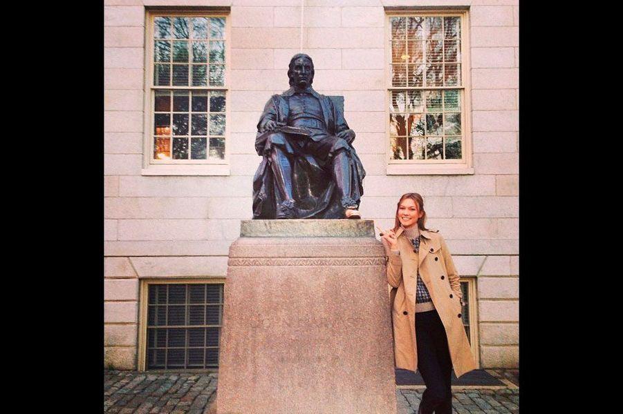 Karlie en cours à Harvard, en mars 2014
