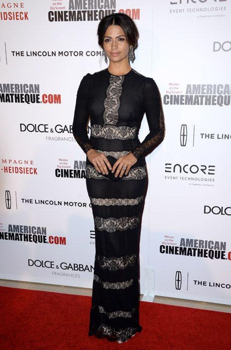 Camila Alves, 32 ans, dans une robe Dolce & Gabbana lors des American Cinematheque Award en l'honneur de son mari, Matthew McConaughey