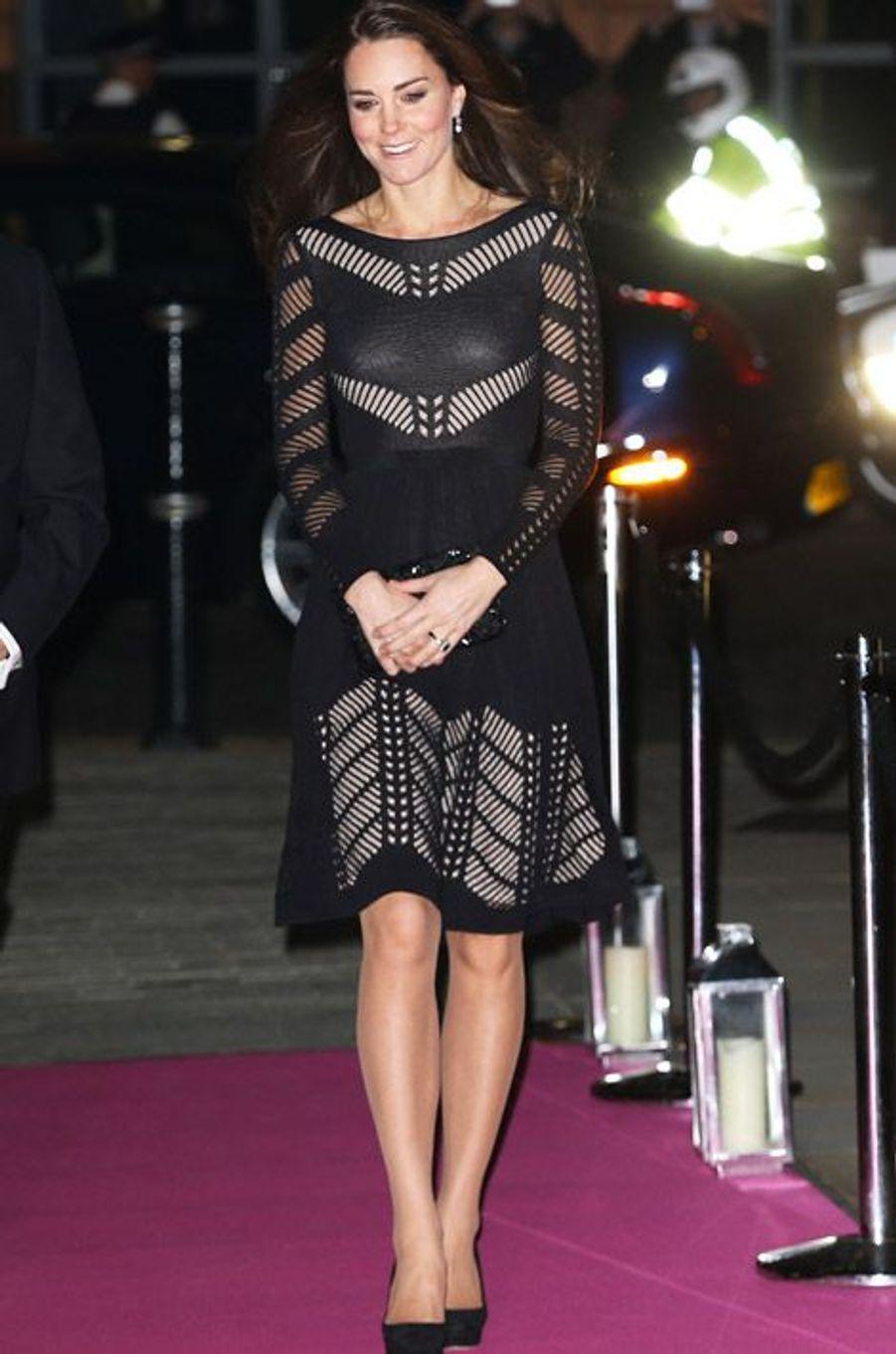 Kate Middleton, 32 ans, dans une robe Temperley London pour une soirée à Londres, le 23 octobre 2014