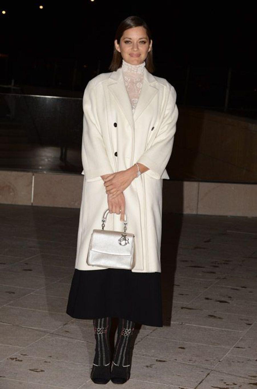 Marion Cotillard, 39 ans, en Dior à l'inauguration de la Fondation Louis Vuitton à Paris, le 20 octobre 2014
