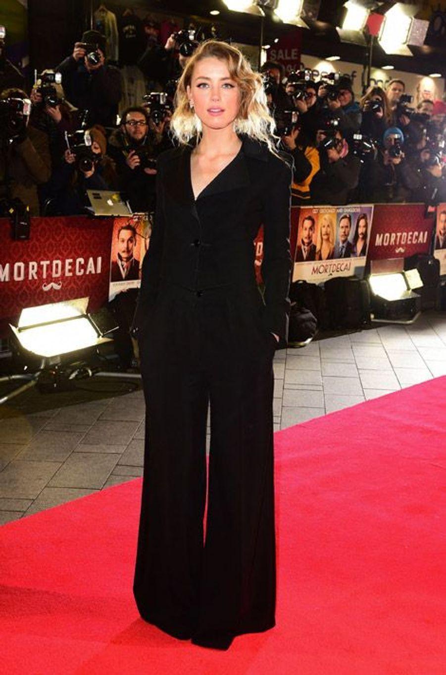 """L'actrice et compagne de Johnny Depp, Amber Heard, lors de la première du film """"Mordecai"""" à Londres, le 19 janvier 2015"""
