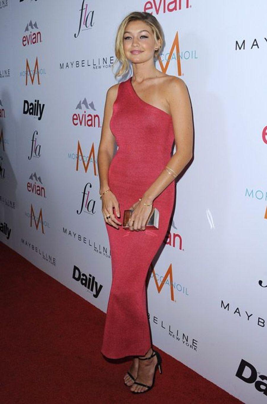 Le mannequin Gigi Hadid en Calvin Klein lors de la cérémonie Fashion Los Angeles Awards, le 22 janvier 2015