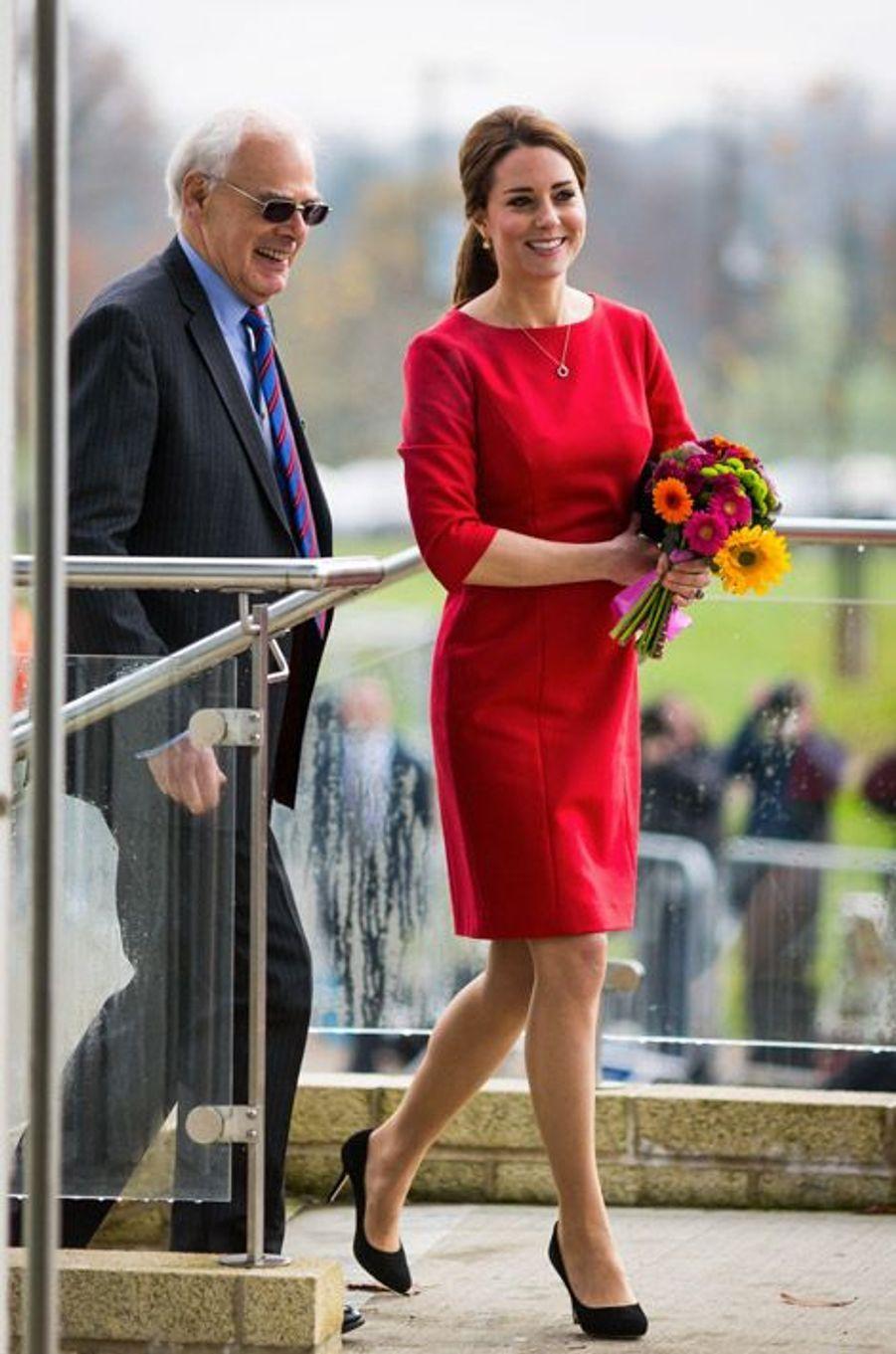 Kate Middleton en Katherine Hooker lors d'une visite à Norfolk, le 25 novembre 2014