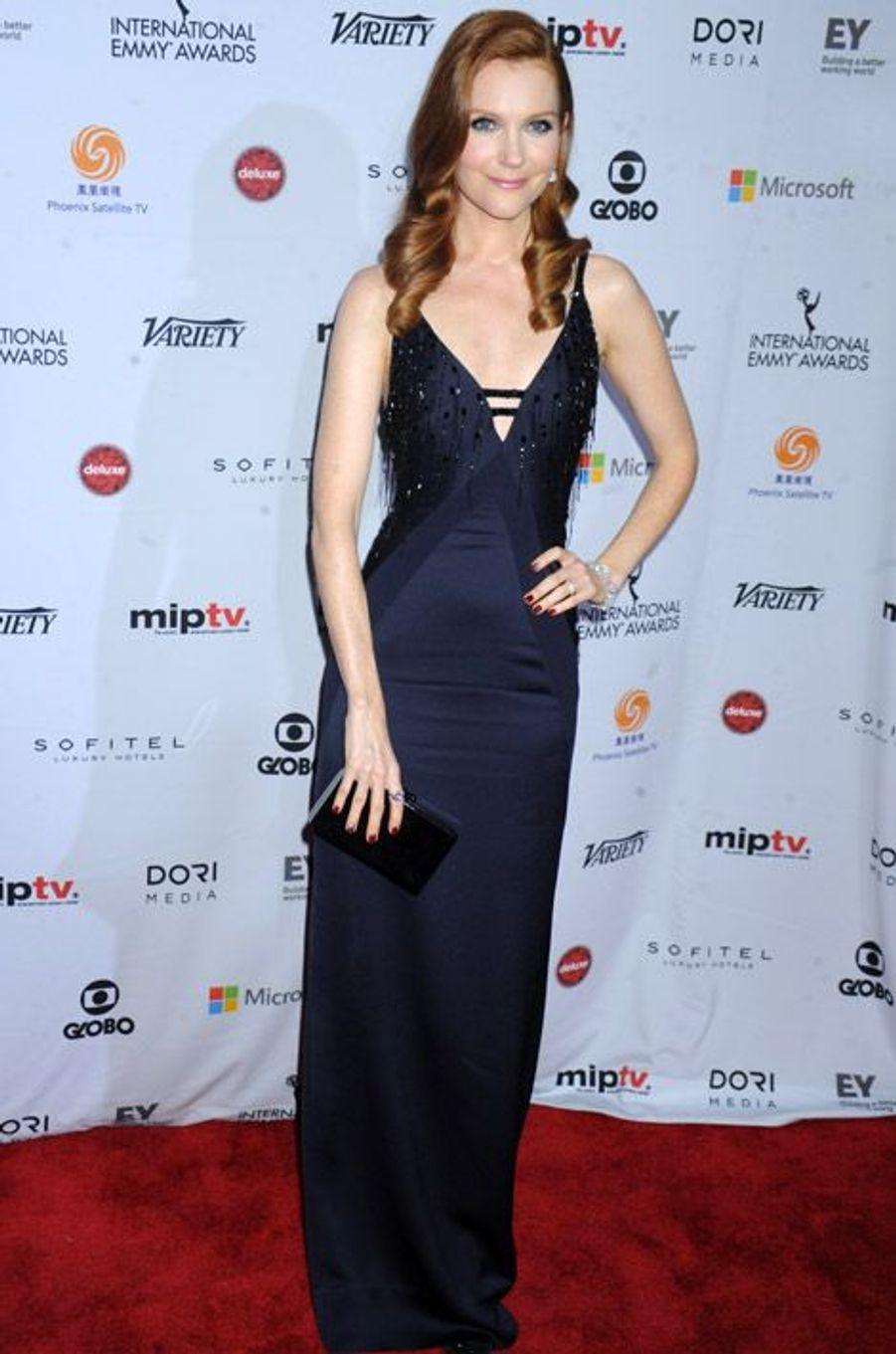 """L'actrice Darby Stanchfield , de la série """"Scandal"""", à la soirée des International Academy of Television Arts & Sciences Emmy Awards à New York,..."""