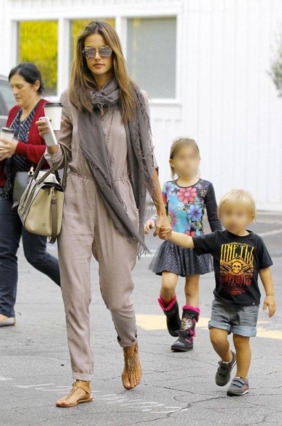 Alessandra Ambrosio à Brentwood, en Californie, le 30 octobre 2014