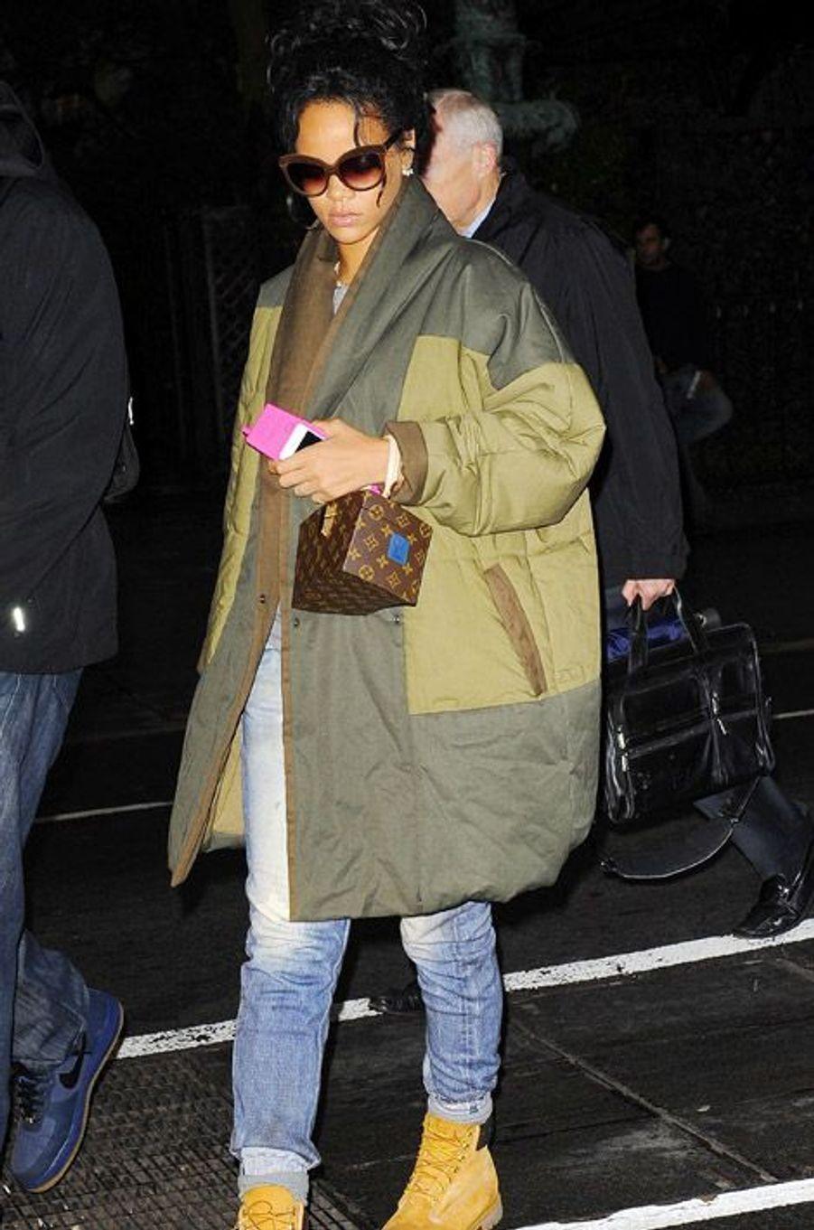 La chanteuse Rihanna dans les rues de New York, le 23 octobre 2014