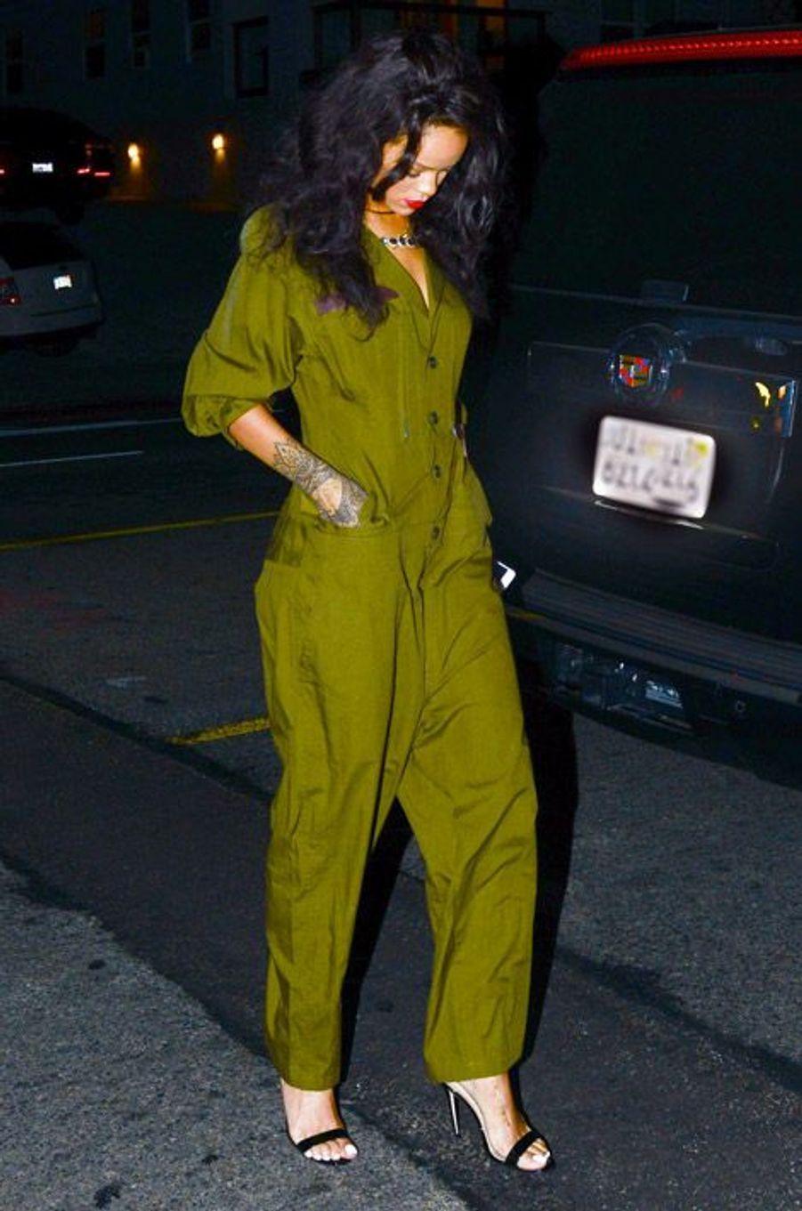 La chanteuse Rihanna dans une combinaison Balmain à Santa Monica, le 19 juin 2014