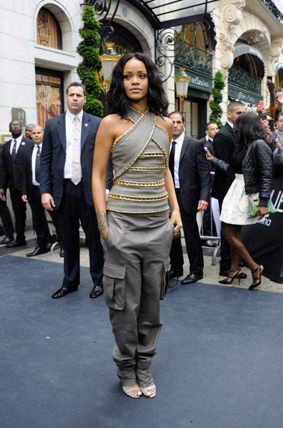 Rihanna présente son nouveau parfum au Sephora des Champs-Elysées à Paris, le 4 mai 2014