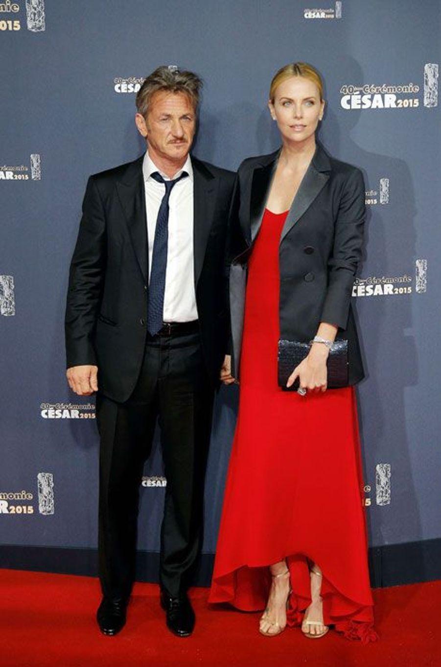 Sean Penn et Charlize Theron avec des bijoux Cartier lors de la cérémonie des César à Paris, le 20 février 2015