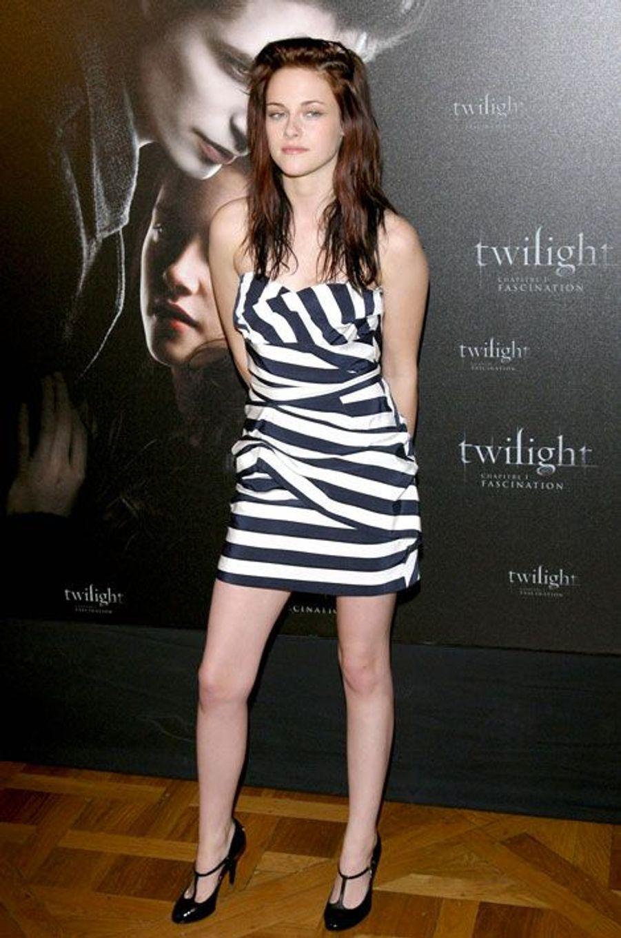 """Déjà adepte du noir et blanc en décembre 2008 pour la première de """"Twilight"""" à Paris"""