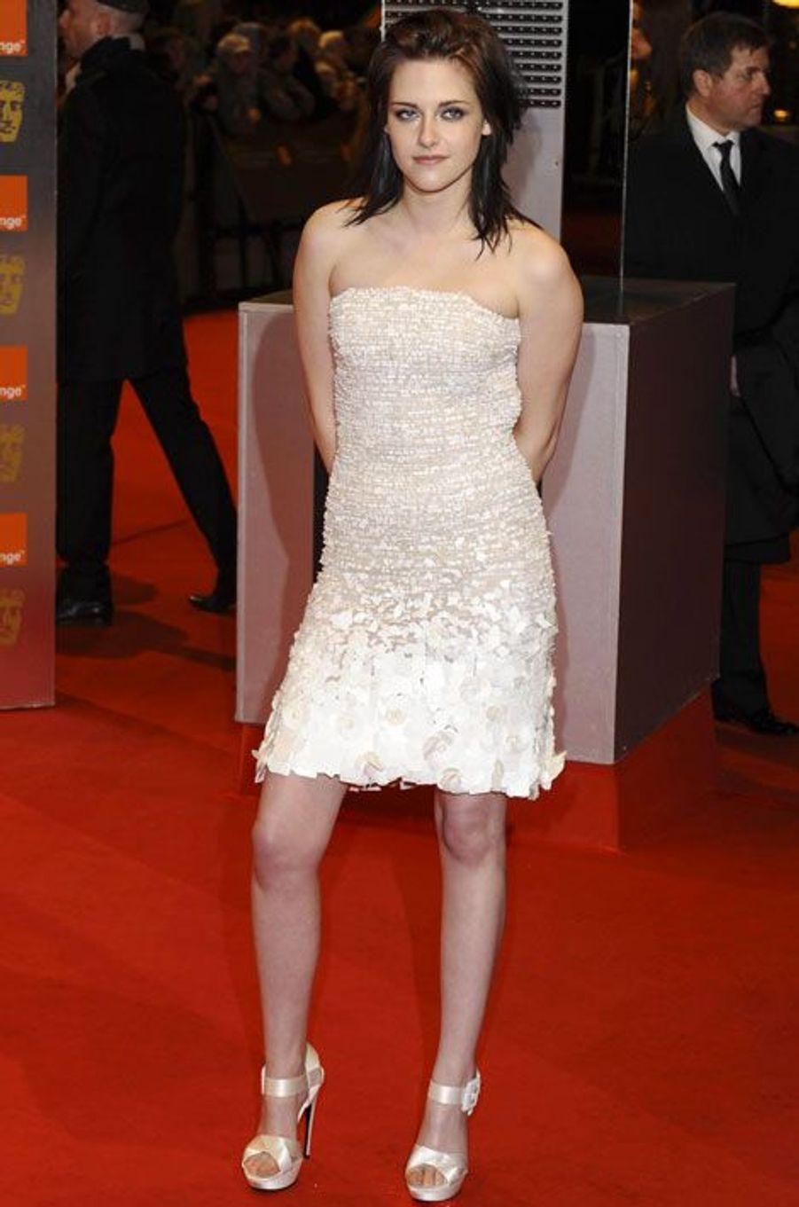 En Balmain pour la cérémonie des BAFTA à Londres, le 21 février 2010