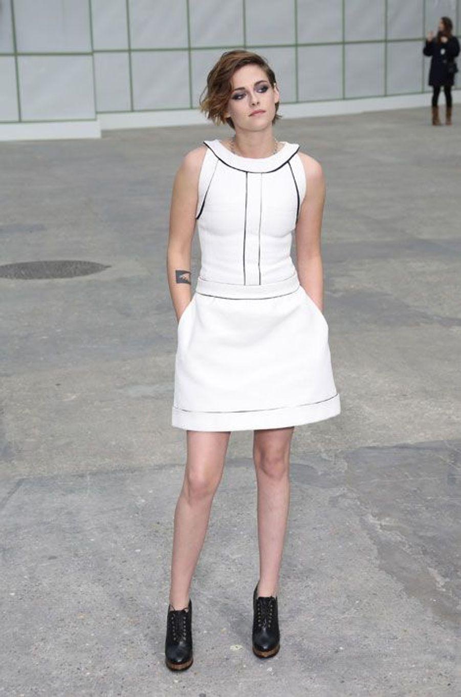 En Chanel pour le défilé Haute Couture été 2015 de la maison à Paris, le 27 janvier 2015