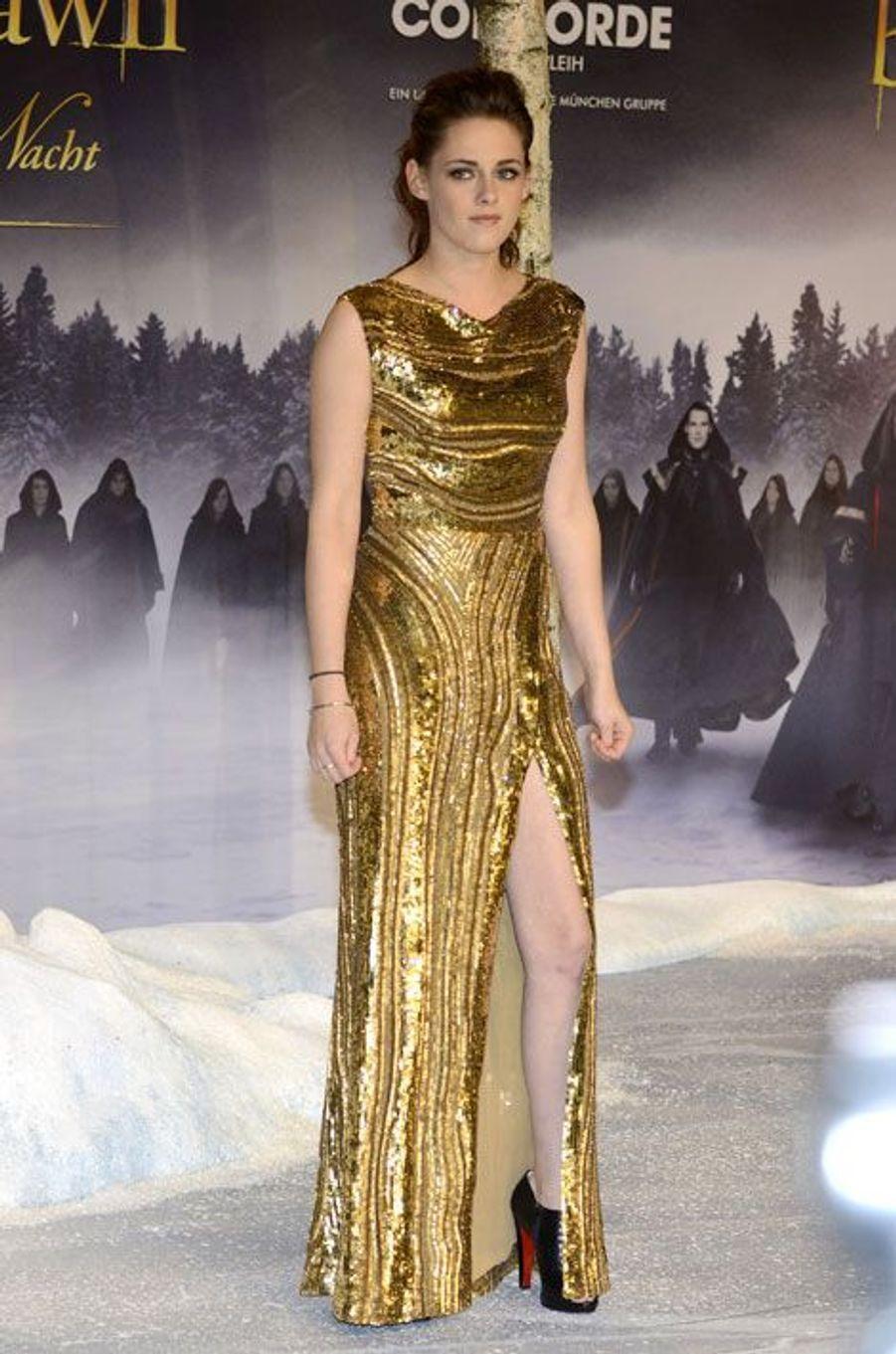 """En Elie Saab pour la première de """"Twilight"""" à Berlin, le 16 novembre 2012"""